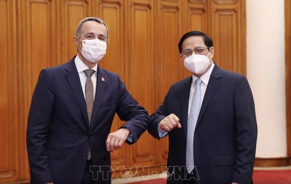 Thủ tướng đề nghị Thụy sĩ chuyển giao công nghệ sản xuất vắc xin, thuốc điều trị COVID-19 - Ảnh 1.
