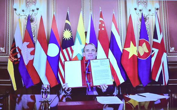 Anh nhấn mạnh nâng cao năng lực chấp pháp trên biển cùng ASEAN - Ảnh 1.