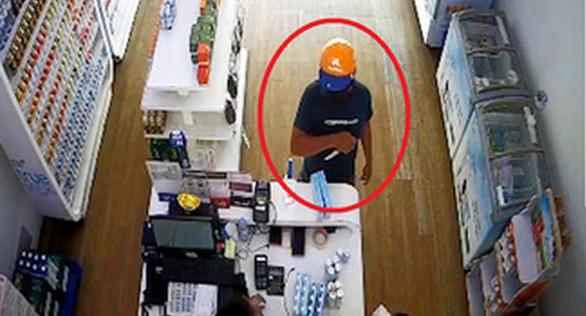 Bắt kẻ đe dọa nhân viên cửa hàng sữa cướp tài sản - Ảnh 1.