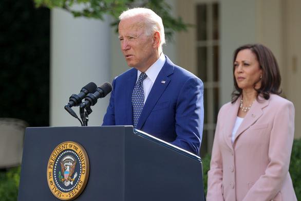 Ông Biden cho phép người Hong Kong trú ẩn tạm thời tại Mỹ thêm 18 tháng - Ảnh 1.