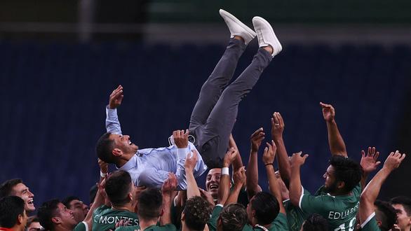 Thắng dễ Nhật Bản, Mexico đoạt huy chương đồng bóng đá nam Olympic - Ảnh 1.