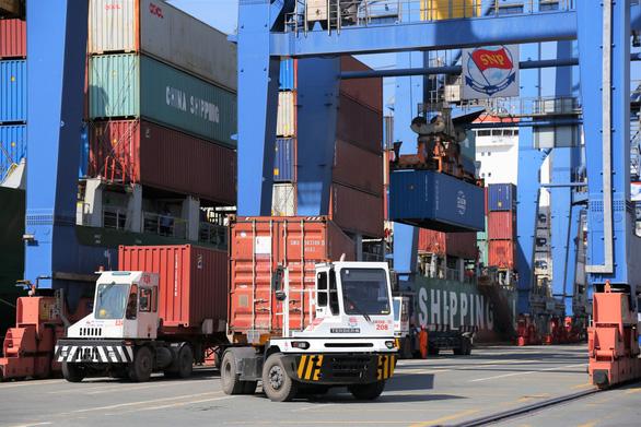 Gần 1.500 doanh nghiệp họp trực tuyến giải quyết ùn tắc ở cảng Cát Lái - Ảnh 1.