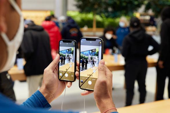 Điện thoại iPhone có thể phát hiện và tố cáo hình ảnh ấu dâm - Ảnh 1.