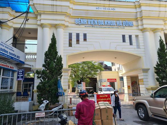Nhóm thợ xây nhiễm COVID-19 chưa rõ nguồn lây, Hà Nội phong tỏa công trường bệnh viện - Ảnh 1.