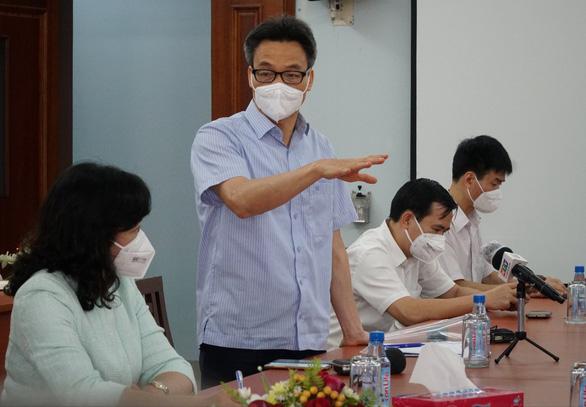 Phó thủ tướng: Sau cách ly 14 ngày, xem xét cho công nhân đến công ty sản xuất thực phẩm - Ảnh 1.