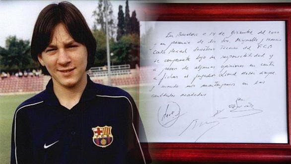 Giai thoại về mảnh giấy đưa Messi đến Barca - Ảnh 1.