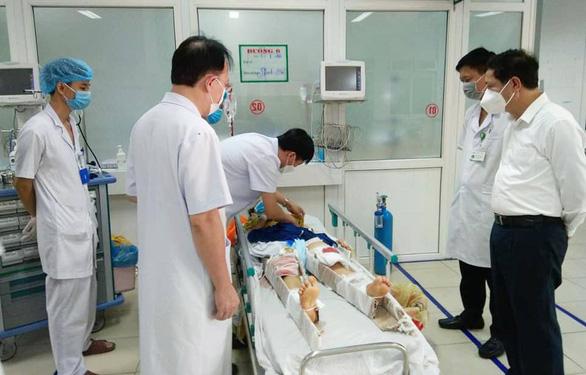4 bác sĩ và y tá của trung tâm y tế huyện thương vong trong xe bán tải - Ảnh 2.