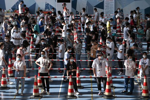 Trung Quốc có số ca nhiễm theo ngày cao nhất trong đợt dịch mới - Ảnh 1.