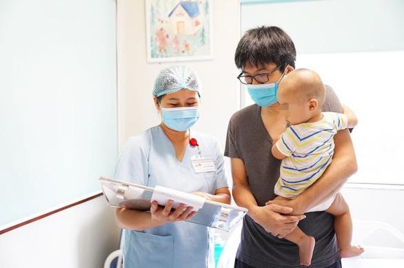 Cứu sống bệnh nhi 9 tháng tuổi người Nhật bị chấn thương sọ não khi đang cách ly - Ảnh 1.