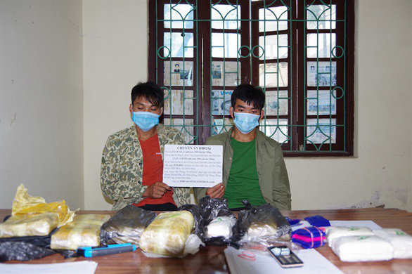 Bắt quả tang hai anh em ruột vận chuyển 30.000 viên ma túy tổng hợp - Ảnh 1.
