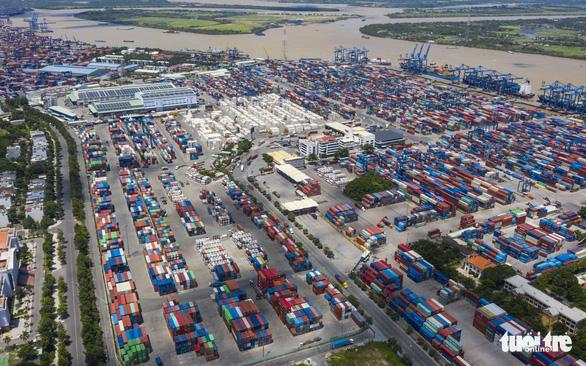 Chính phủ yêu cầu gấp rút gỡ ùn tắc hàng hóa ở cảng Cát Lái - Ảnh 1.