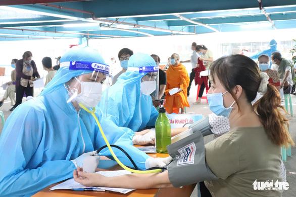 TP.HCM cơ bản hoàn thành yêu cầu tiêm toàn bộ vắc xin Pfizer và Moderna trước ngày 8-8 - Ảnh 1.