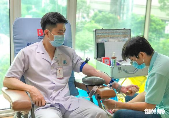 Các tỉnh không giãn cách tổ chức hiến máu tình nguyện, đảm bảo máu điều trị - Ảnh 1.
