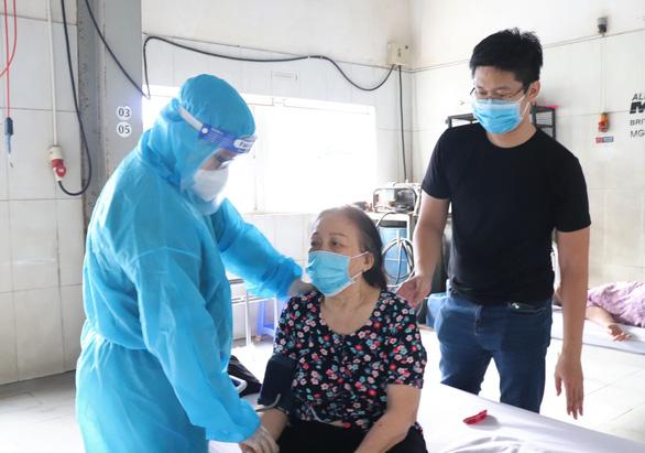TP.HCM đã tiêm 1,8 triệu liều vắc xin, hơn 7.000 người xung phong hỗ trợ chống dịch - Ảnh 1.
