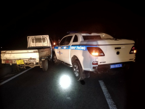 Kẻ trộm xe tải thông chốt kiểm dịch, tông hư hỏng xe CSGT - Ảnh 3.
