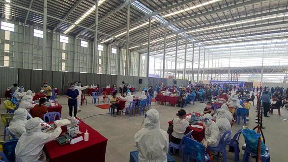 Nhiều phường hoãn tiêm do thiếu vắc xin, Bình Dương hỏa tốc cầu cứu Bộ Y tế - Ảnh 3.