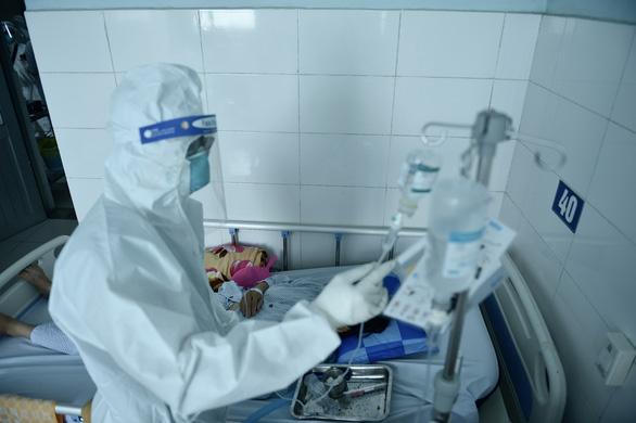 TP.HCM cần bổ sung hơn 12.000 nhân sự y tế để phòng chống dịch COVID-19 - Ảnh 1.