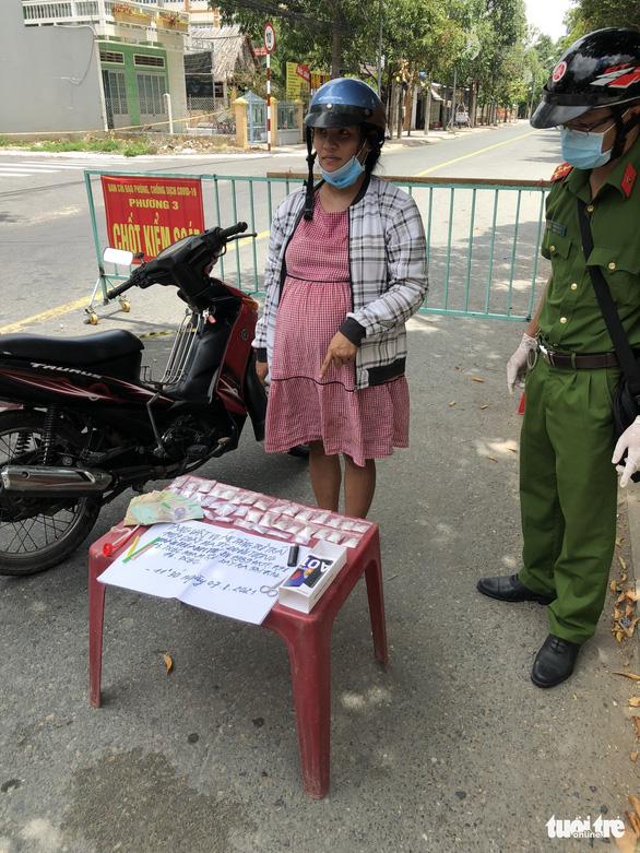 Bắt 1 phụ nữ mang bầu tàng trữ trái phép 36 bịch ma túy ở Tiền Giang - Ảnh 1.