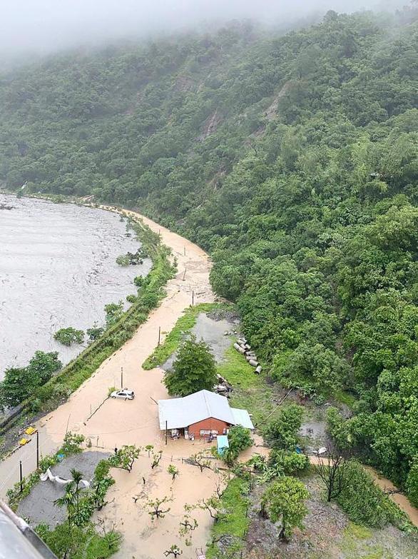 Video cầu bị nước lũ cuốn sập ở Đài Loan, Trung Quốc phát cảnh báo mưa lớn