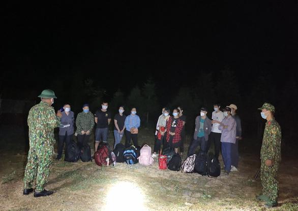 Liên tiếp bắt giữ 23 người Việt nhập cảnh trái phép qua biên giới - Ảnh 1.