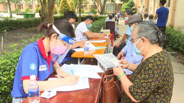 Người tiêm đủ vắc xin về Bình Phước từ vùng dịch chỉ phải theo dõi tại nhà - Ảnh 3.