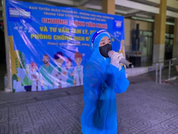 K-ICM, Nguyễn Phi Hùng hát cổ vũ tinh thần phòng chống dịch COVID-19 - Ảnh 4.