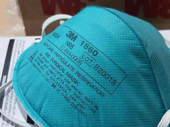 Cảnh báo y bác sĩ bị lây COVID-19 vì khẩu trang dỏm, nhà tài trợ nên tìm hiểu kỹ khi mua tặng - Ảnh 1.