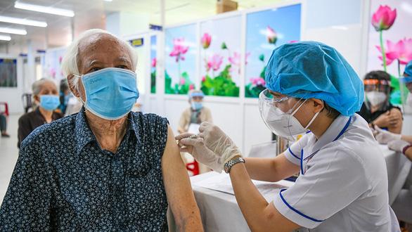 TP.HCM cạn vắc xin, Bộ Y tế nói  còn nhiều - Ảnh 2.