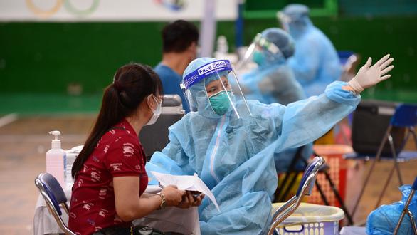 TP.HCM cạn vắc xin, Bộ Y tế nói  còn nhiều - Ảnh 1.