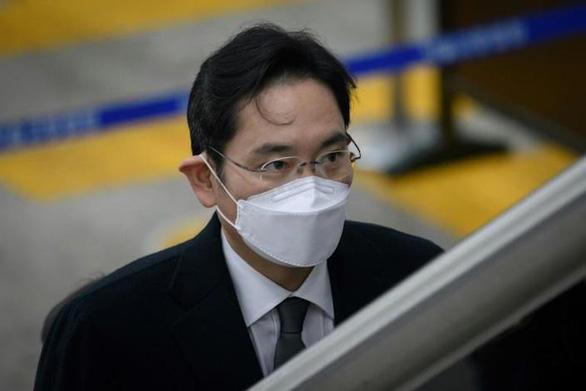 'Thái tử Samsung' Lee Jae Yong được phóng thích trước thời hạn - Ảnh 1.