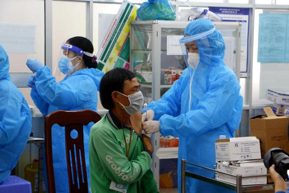 Hàng trăm tài xế GrabBike tại Cần Thơ được tiêm vắc xin phòng COVID-19 - Ảnh 2.