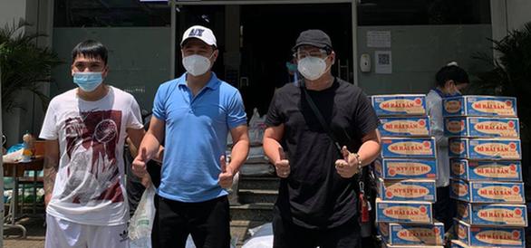 Lâm Vũ đưa hành trình thiện nguyện vào MV Người Sài Gòn - Ảnh 2.