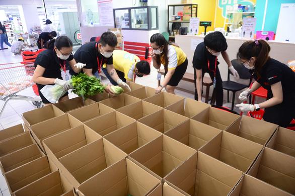 Chuyên gia VinaCapital: Quy trình lấy hàng và đóng gói của siêu thị giống kho hàng Amazon - Ảnh 1.