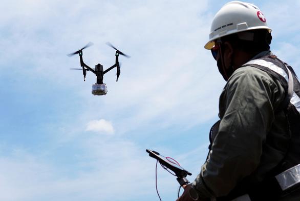 Indonesia dùng drone giao hàng cho bệnh nhân COVID-19 tại nhà - Ảnh 2.