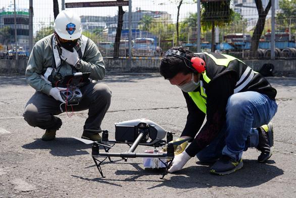 Indonesia dùng drone giao hàng cho bệnh nhân COVID-19 tại nhà - Ảnh 3.