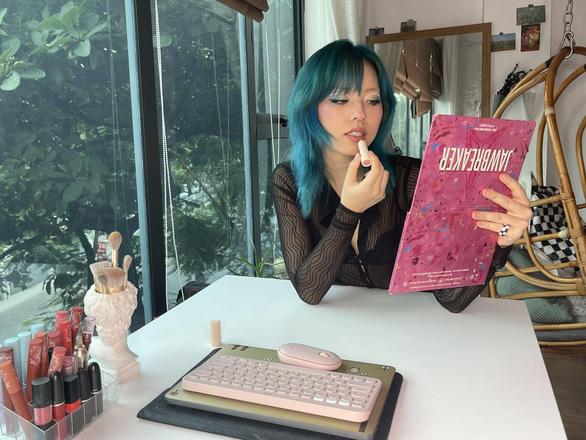 Makeup Artist Yến Jii mách bạn bí quyết vui, đẹp, hiệu quả - Ảnh 2.