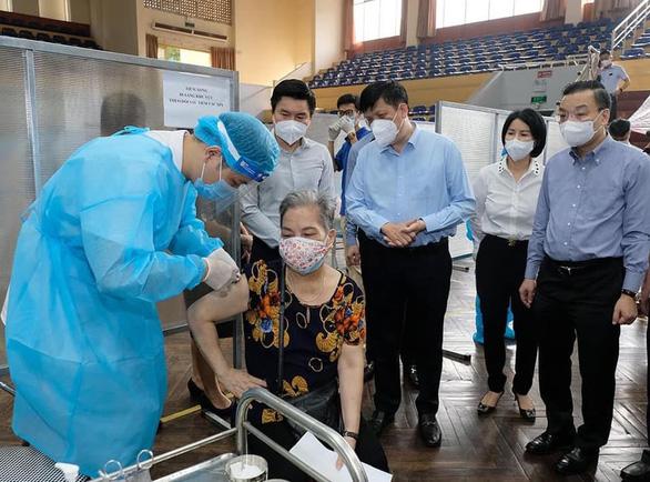 Bộ trưởng Bộ Y tế: Kỳ vọng đến 15-9, 100% người trên 18 tuổi ở Hà Nội được tiêm vắc xin - Ảnh 1.