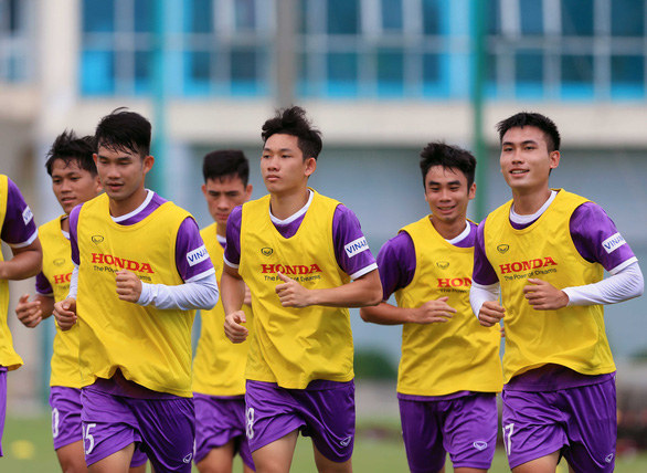 VFF đau đầu tìm cách đưa đội tuyển U22 Việt Nam đi tập huấn nước ngoài - Ảnh 1.