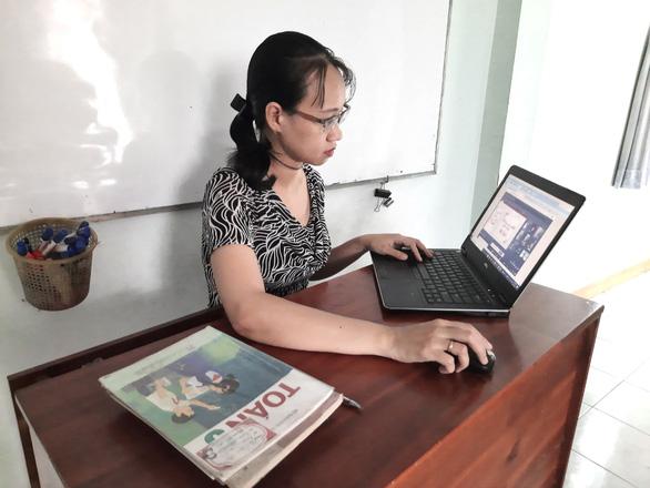 TP.HCM: Giáo viên tiểu học bắt đầu ghi hình bài giảng đưa lên website trường - Ảnh 1.