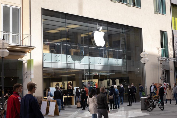 Apple sa thải một nữ quản lý cao cấp với cáo buộc tiết lộ thông tin bí mật - Ảnh 1.