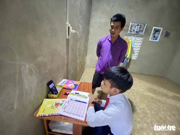 Gian nan học online, thầy cô băng rừng giao bài cho học sinh - Ảnh 3.