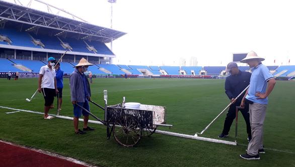 Chuẩn bị hai trận đấu của tuyển Việt Nam: Tích cực chăm sóc mặt cỏ sân Mỹ Đình - Ảnh 1.