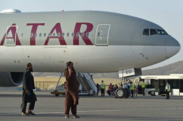 Mỹ khen Taliban chuyên nghiệp, giúp sơ tán thêm người nước ngoài - Ảnh 1.