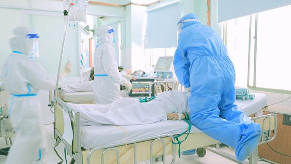 Phim Ranh giới: Vì bệnh nhân thôi, y bác sĩ đâu cần làm anh hùng! - Ảnh 1.