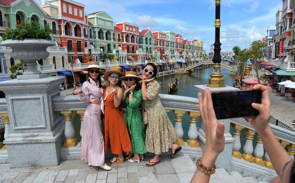 Thủ tướng cơ bản đồng ý thí điểm đón khách quốc tế đến Phú Quốc từ tháng 10 - Ảnh 1.