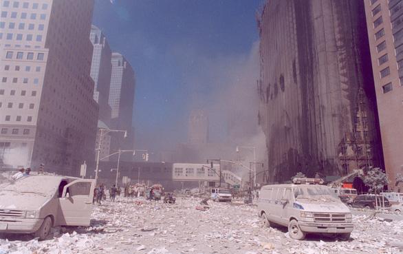 Vụ khủng bố 11-9: Xem lại những thước phim như trở về địa ngục - Ảnh 2.