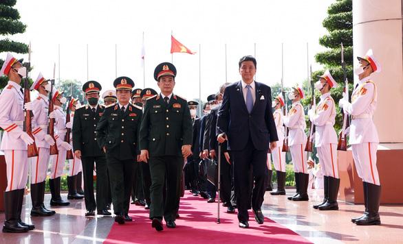 Bộ Quốc phòng hai nước Việt - Nhật ký kết chuyển giao thiết bị, công nghệ quốc phòng - Ảnh 1.