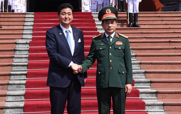 Bộ Quốc phòng hai nước Việt - Nhật ký kết chuyển giao thiết bị, công nghệ quốc phòng - Ảnh 2.