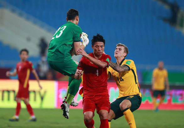 Hàng thủ đội tuyển Việt Nam liên tục gặp chấn thương: Lỗi do ai? - Ảnh 1.