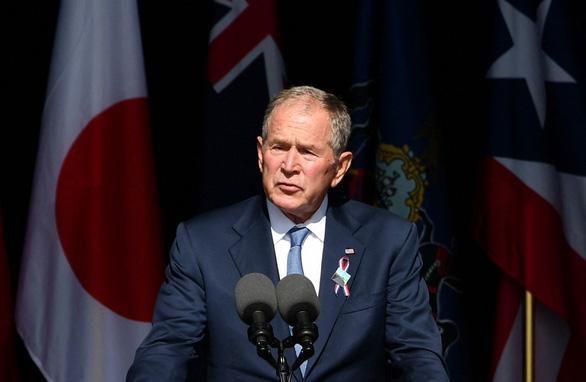 Tưởng niệm ngày 11-9, ông Bush con lo cho tương lai nước Mỹ - Ảnh 1.